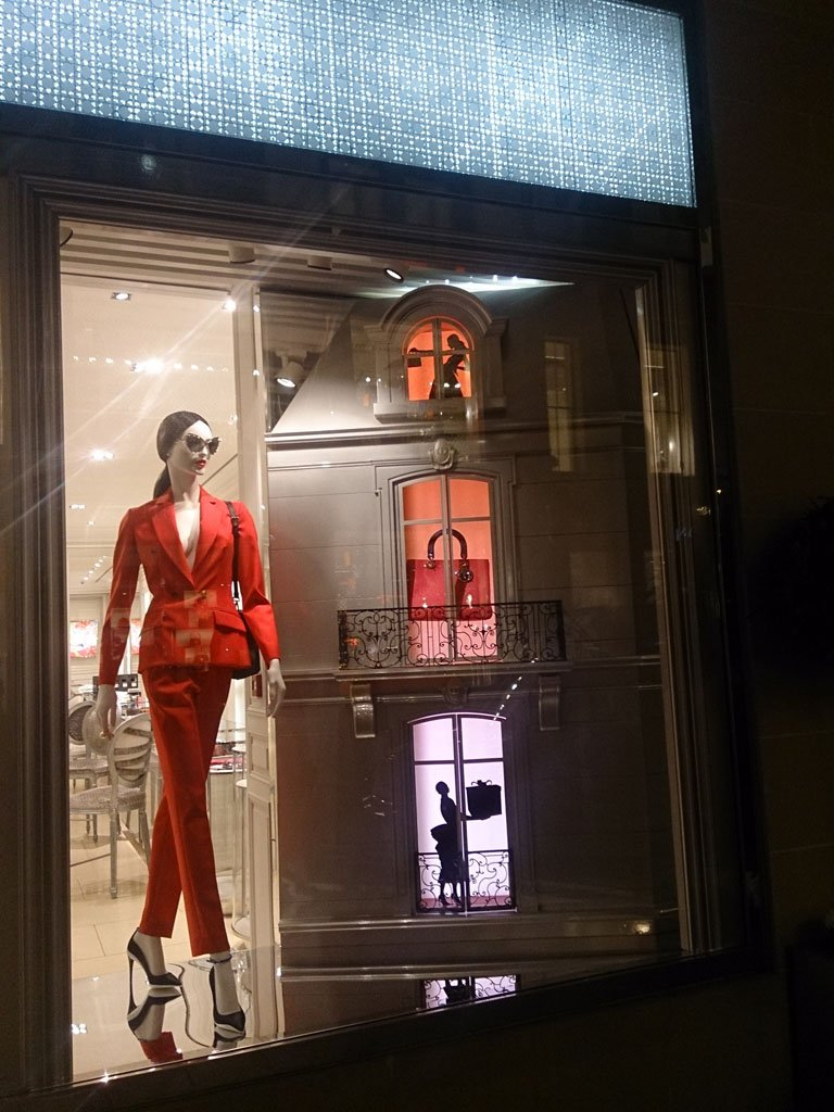 Dior Christmas Shop Window Display Using 19 2w Led Tape