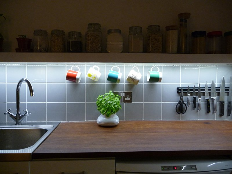 Led lighting strips kitchen roselawnlutheran for Kitchen led lighting