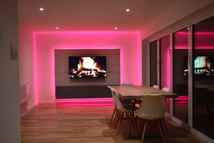 TV room lit by RGBW LEDs - Media Panel Project - InStyle LED