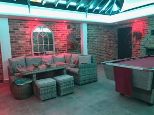Conservatory with multizone RGBW LEDs - both lighting-zones set to mix pure-white light