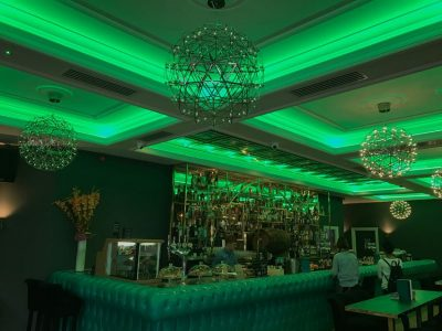 Roc & Rye ceiling coffer LEDs set to static green lighting