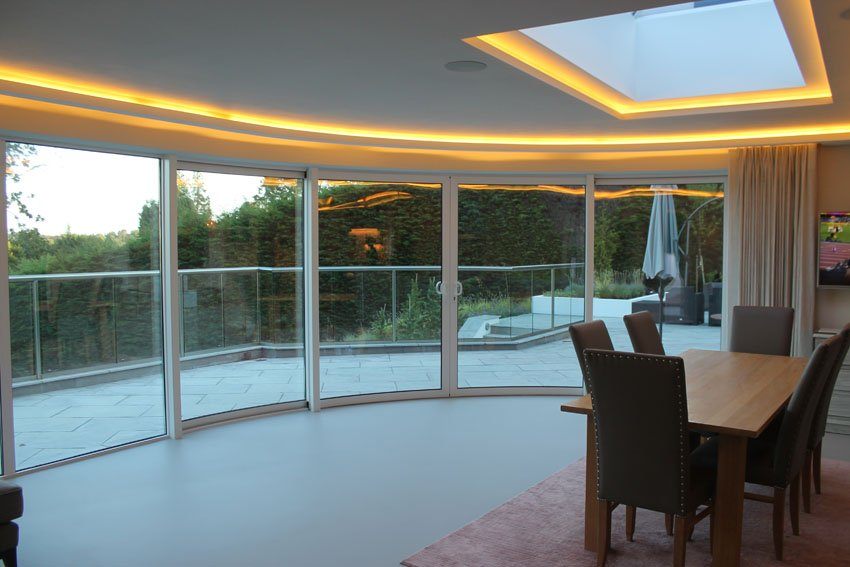 Warm-white LEDs and a great view from this kitchen / dining room
