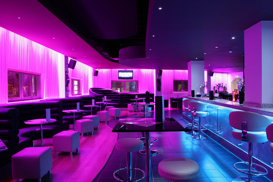 Trump Tower in addition Dachterrasse Hamburg Bar moreover Titan Titan Is New Amusment Center With in addition Gilleys Club In Pasadena Texas From Urban Cowboy further Relooking Discotheque. on nightclub bar design